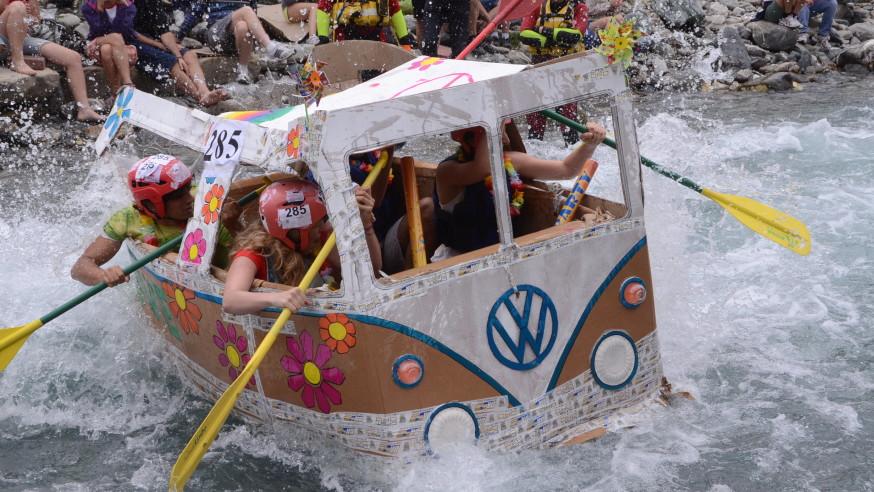 Carton Boat on lake Maggiore