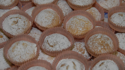 Cakes and biscuits on Lake Maggiore